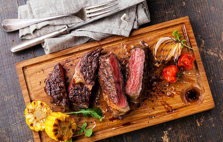 Как приготовить стейк из мраморной говядины